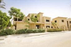 Villa for Sale Al Guzira Compound New Cairo Overlooking Clubhouse greenery& pool |  فيلا للبيع بكمبوند الجزيرة تطل على النادى
